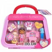 Игровой набор Дисней мини куколка Доктор Плюшева и овечка Лэмми в чемоданчике