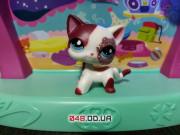 Фигурка Littlest pet shop кошка-стоячка белая с малиновыми блестяшками вокруг глаза