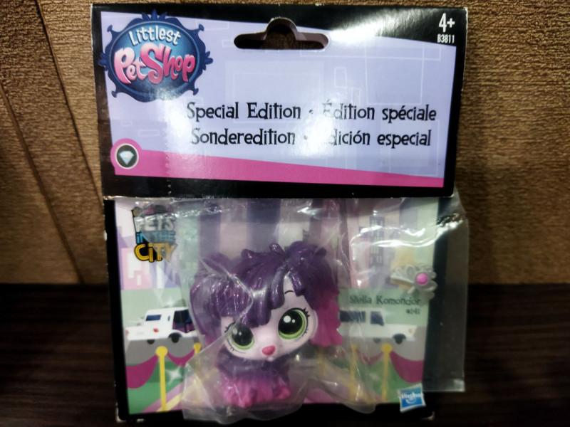 Коллекционная фигурка Littlest pet shop собачка-мопс  Стелла Командор