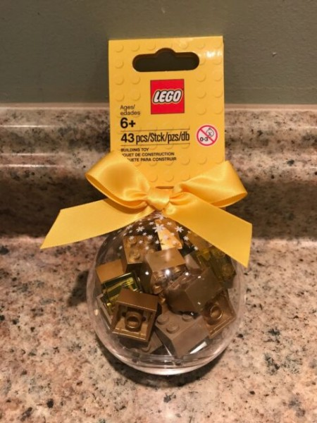 LEGO Seasonal Шар на елку лего с золотыми кубиками внутри (853345)